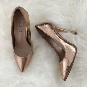 Shoedazzle gold heels size 6.5